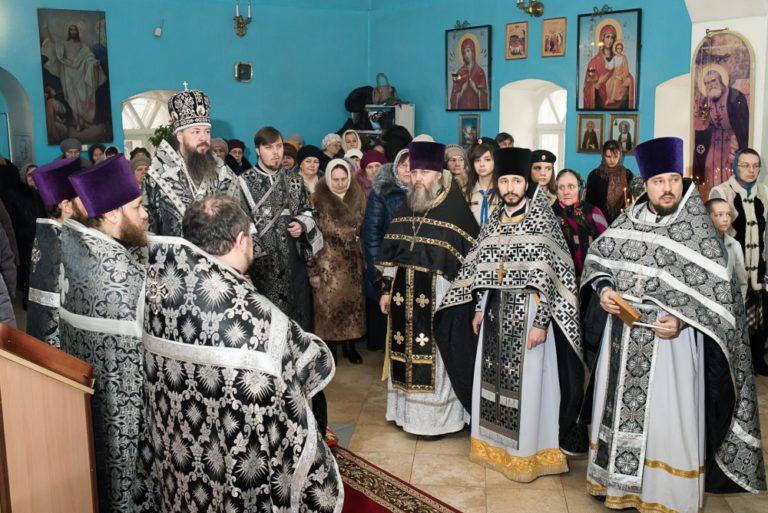 Архиерейская служба в Покровкой церкви города Городище