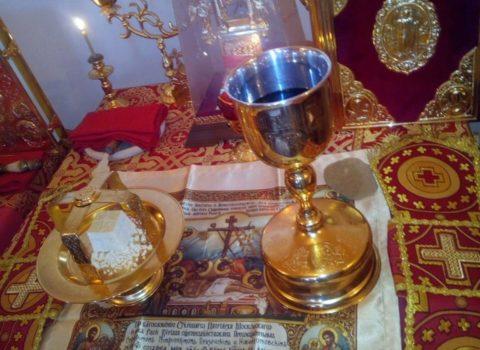 В день памяти святых Космы и Дамиана Римских настоятель прихода Покровской церкви г. Городище служил Литургию в храме-часовне мученика Виктора на городском кладбище